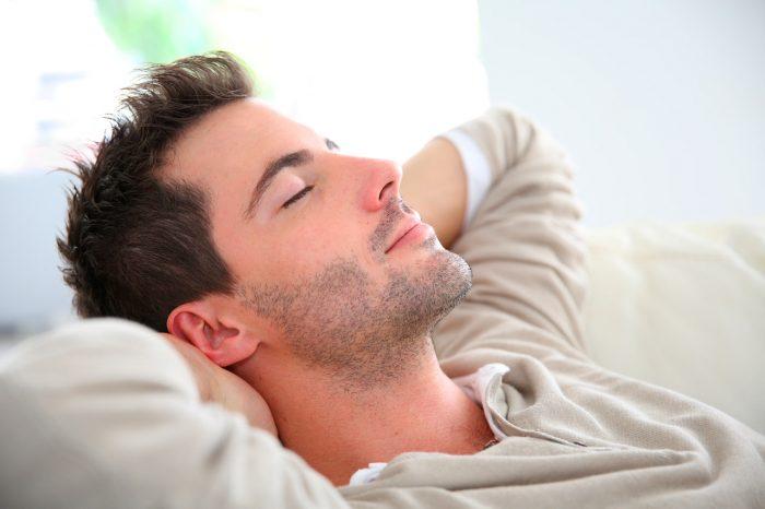 hombre-dormir-siesta