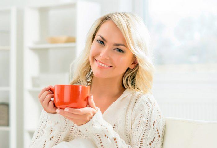 cafe-taza-sonrisa-feliz-hogar-dientes-blancos