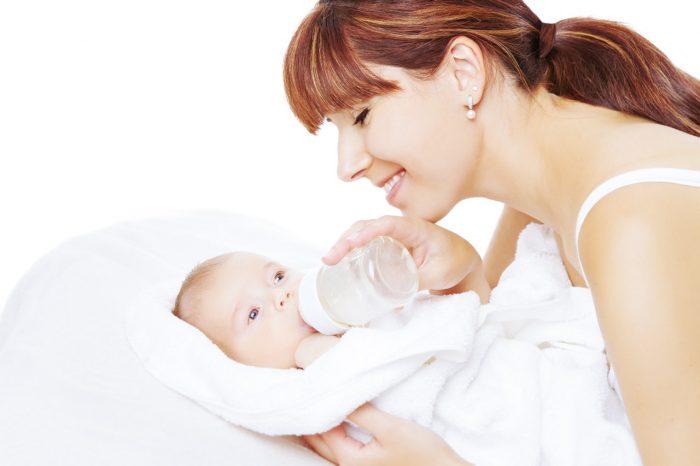 lactancia-materna-madre-bebe-biberon