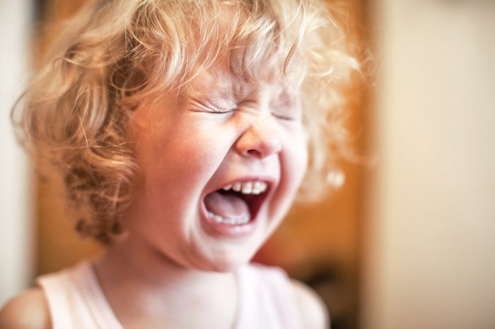 niño-llorar-gritar-rabieta-pataleta