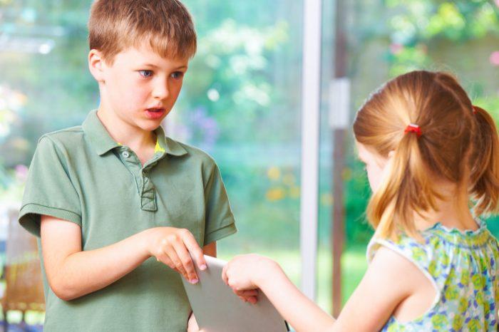 niños-celos-hermanos-discutir-padres-hijos