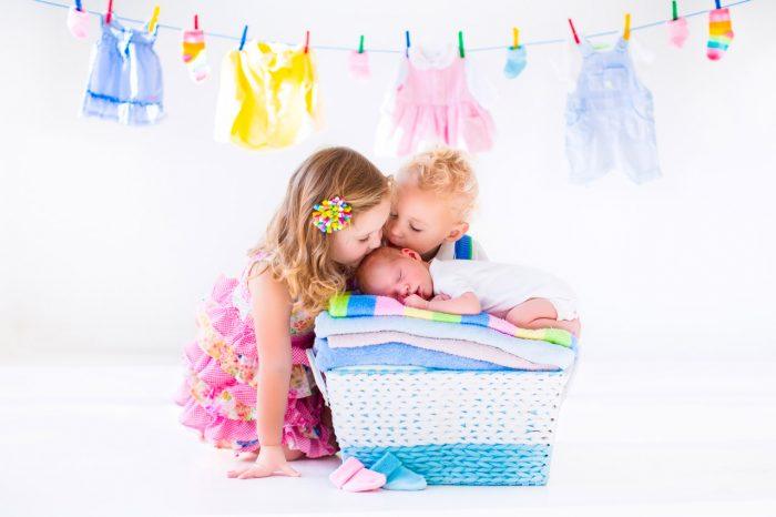 niños-hermanos-hijos-beso-amor-celos-feliz