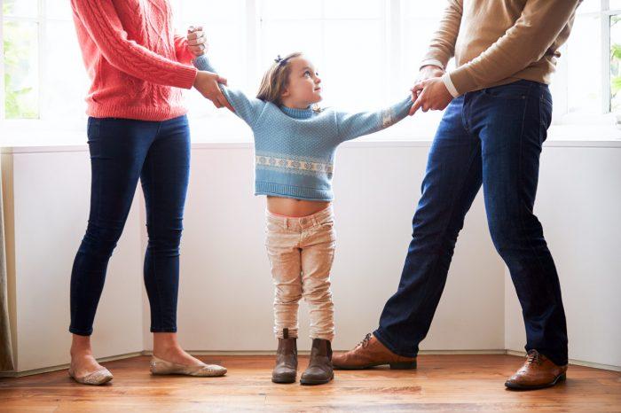 padres-hija-reñir-discutir-divorcio
