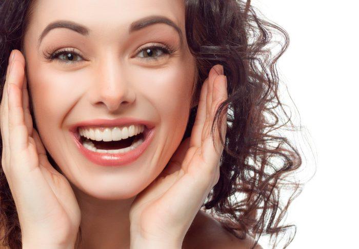 sonrisa-dientes-blancos-feliz
