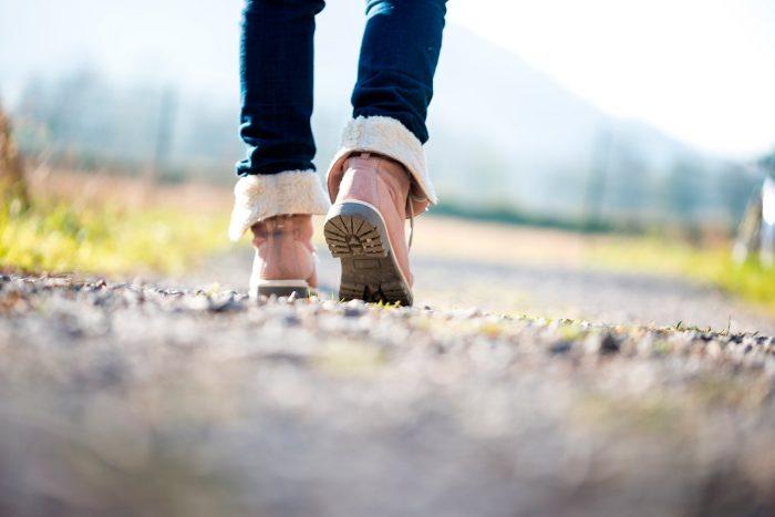 caminar-paseo-ejercicio-calzado-zapatos