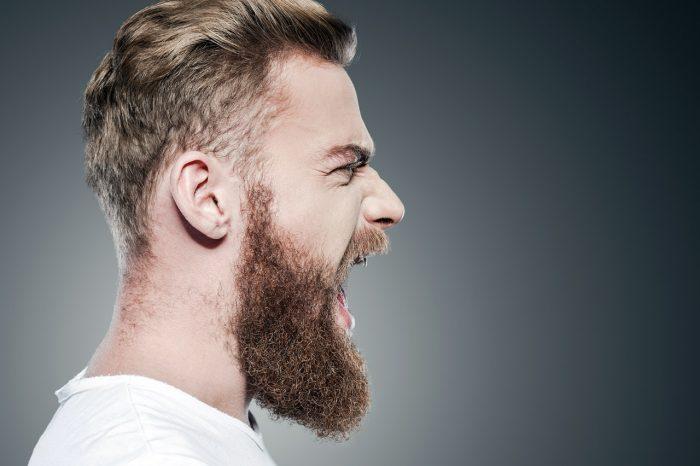 estres-irritabilidad-andropausia-gritar-dolor-hombre