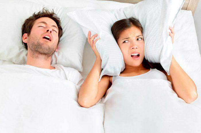 pareja-dormir-roncar-2
