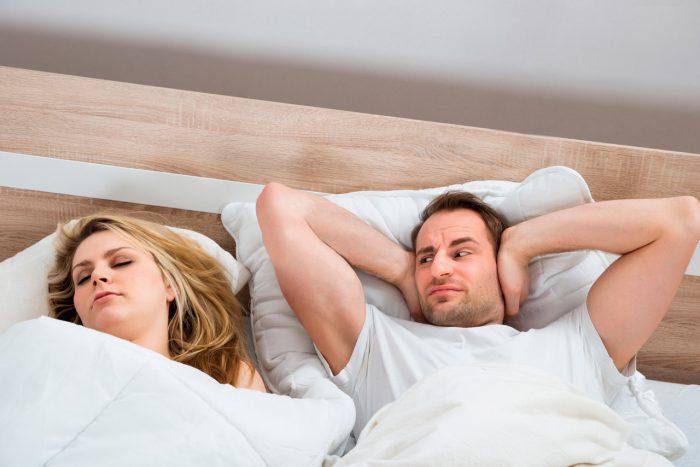 pareja-dormir-roncar-3