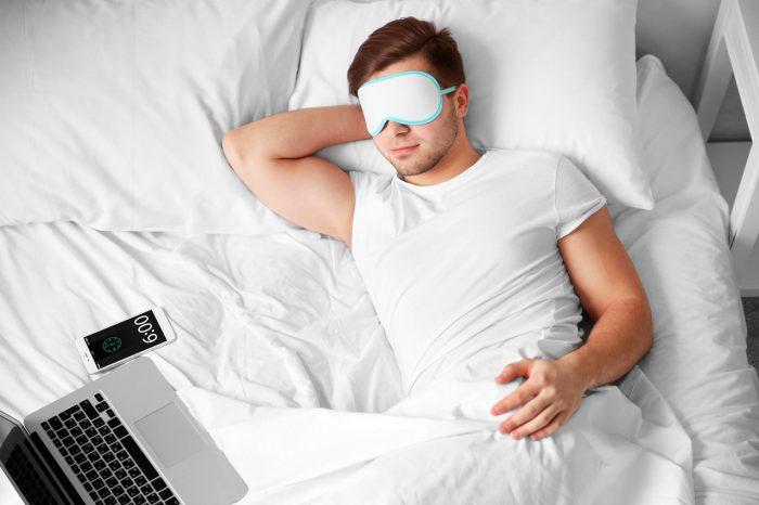 dormir-bien-hombre-tecnologia