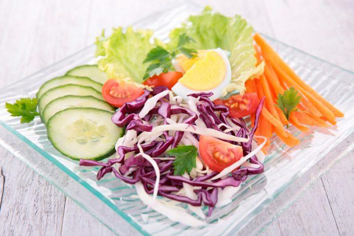 ensalada-dieta-saludable-equilibrada-perder-peso-adelgazar