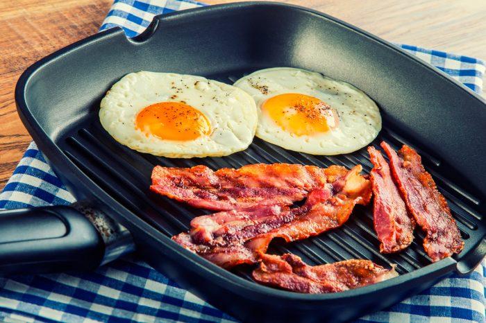 huevos-fritos-bacon-grasa-engordar-peso