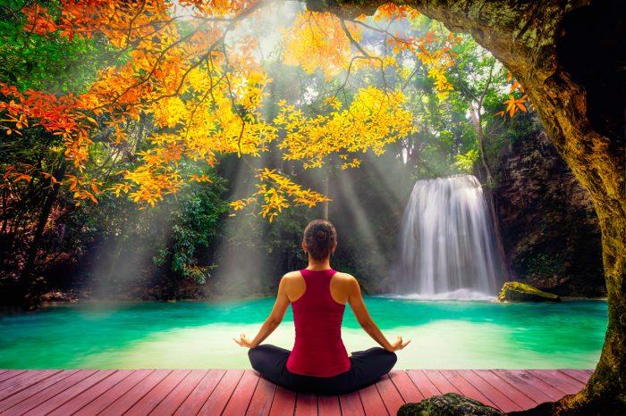 meditar-yoga-relajacion-estres-naturaleza-aire-ansiedad-depresion-2