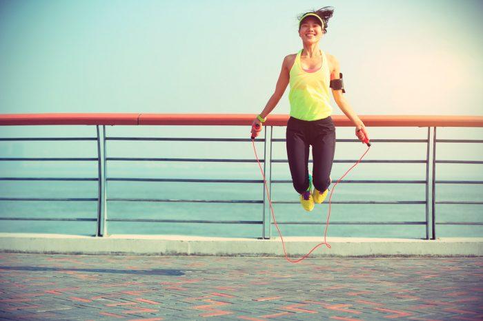 saltar-a-la-cuerda-chica-ejercicio