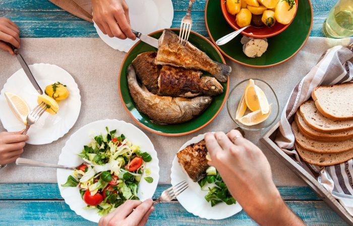 comer-pescado-alimentacion-dieta-pez