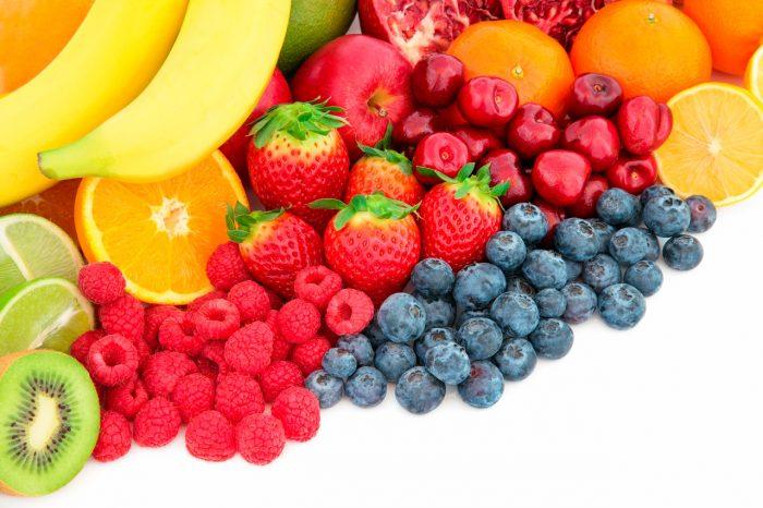 frutas-antioxidantes-kiwi-platano-naranja-arandanos-fresas-frambuesas-platano-limon-lima