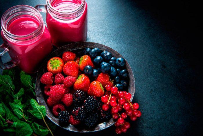 frutas-rojas-frutos-antioxidantes-moras-frambuesas-fresas-arandanos-bayas-2