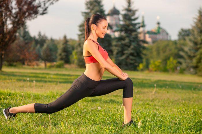 ejercicios-rodilla-estiramiento-mujer