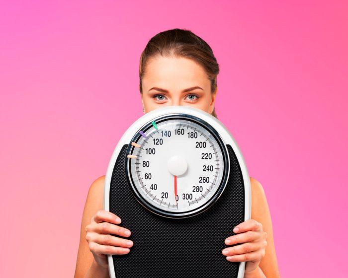 bascula-peso-mujer-dieta