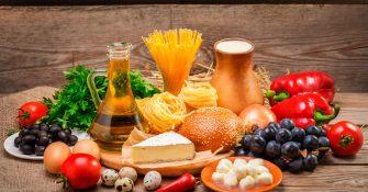 dieta-equilibrada-vegetales-frutas-lacteos-huevos-pasta-aceite-vitaminas