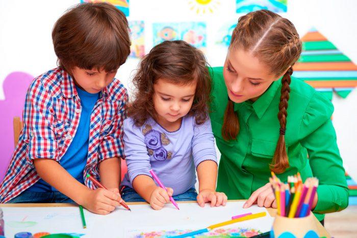 niños-estudiar-clase-escuela-tdah