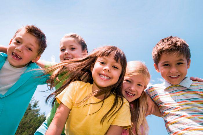 niños-jugar-feliz-sonrisa-risa-felicidad-tdah
