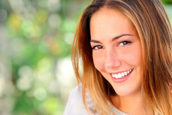 piel-cutis-joven-arrugas-antiedad-feliz-sonrisa