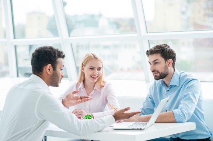 discusion-gente-personas-reunion