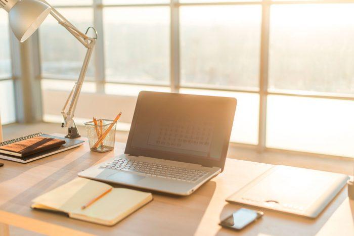 escritorio-iluminacion-trabajo