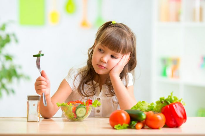 nina-nino-comer-verduras-frutas-3