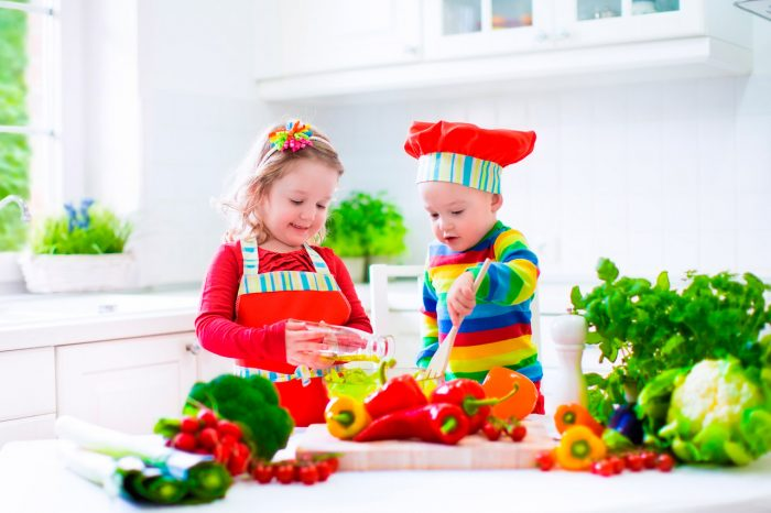 ninos-cocinar-comer-frutas-verduras