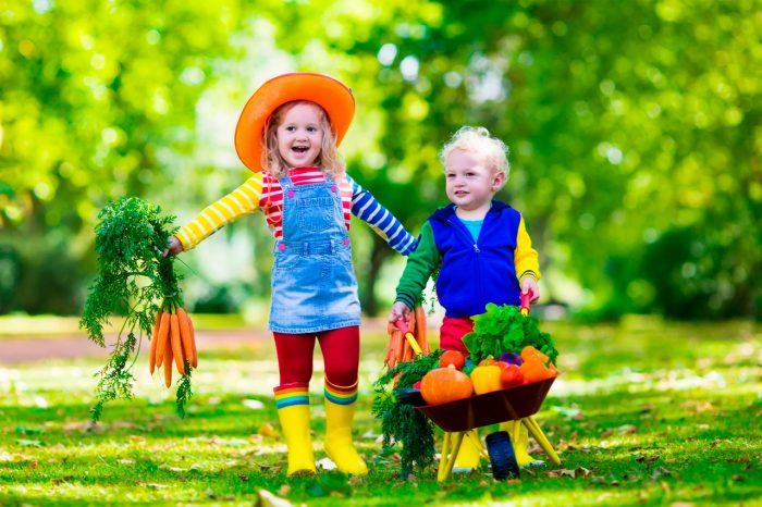 ninos-frutas-verduras-comer-jardin-cultivar