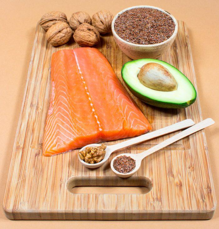 acidos-grasos-omega-3-salmon-frutos-secos-aguacate-semillas-lino-linaza-2