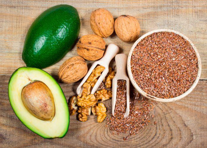 acidos-grasos-omega-3-salmon-frutos-secos-aguacate-semillas-lino-linaza