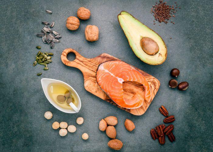 acidos-grasos-omega-3-salmon-frutos-secos-aguacate-semillas-lino-linaza-girasol-calabaza-aceitunas
