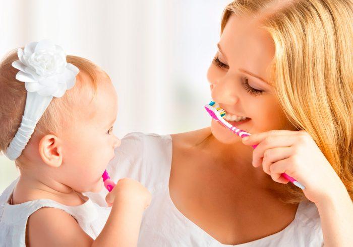 bebe-dientes-denticion-cepillo