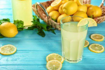 Descubre 10 Beneficios de Beber Agua con Limón en Ayunas