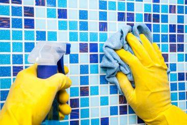 Cómo Limpiar los Azulejos del Baño y de la Cocina con Agua y Vinagre
