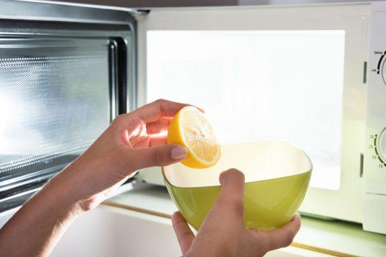Método Infalible para Limpiar el Microondas con Ingredientes Naturales